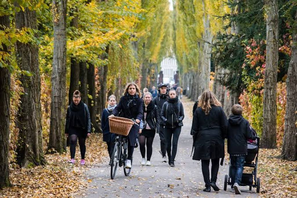 walking bike tour assistens cemetery norrebro